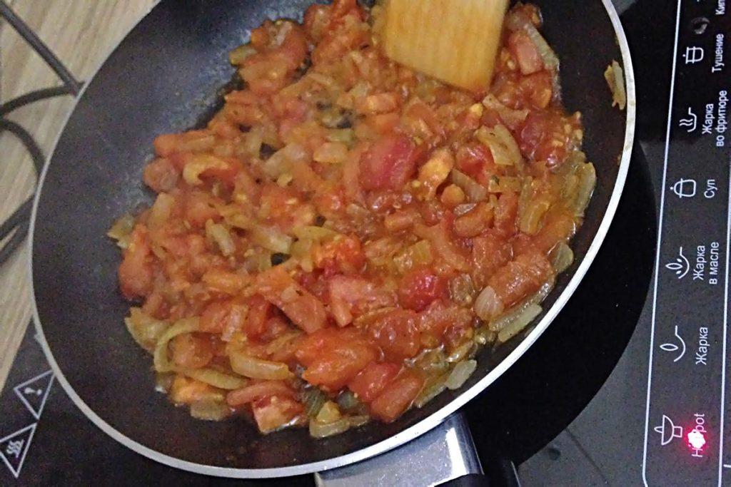 Яичница с помидорами - простое и вкусное блюдо полезные советы завтрак