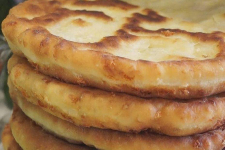 Домашняя сырная лепешка - рецепт вкусной выпечки полезные советы оладьи лепешки выпечка вкусняшки блины