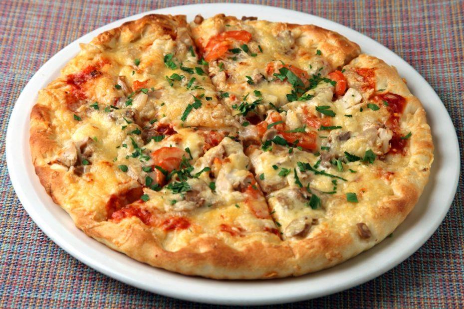 Пицца с курицей и грибами – рецепт в домашних условиях полезные советы пицца выпечка вкусняшки