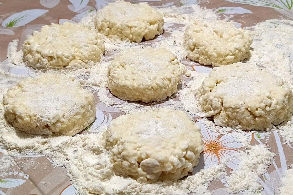 Пышные сырники из творога на сковороде – пошаговый рецепт с фото правильное питание полезные советы завтрак выпечка вкусняшки блюда из творога