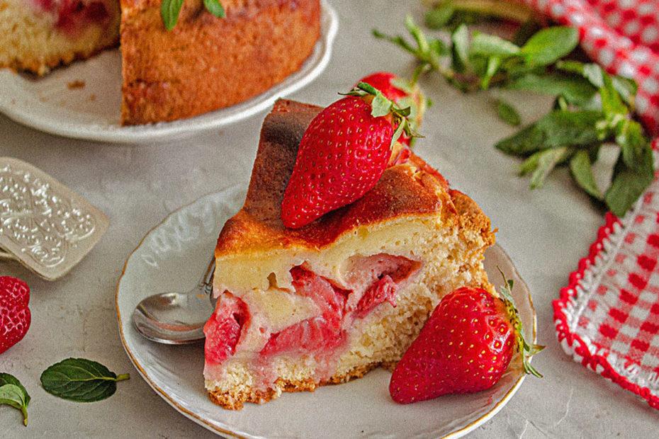 Пирог с клубникой свежей простой рецепт в духовке Рецепты  полезные советы заливной пирог десерты выпечка вкусняшки