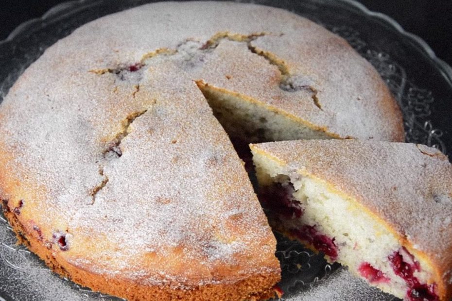 Простой пирог с ягодами в духовке Минутка – быстро и безумно вкусно Рецепты  полезные советы пирог выпечка вкусняшки