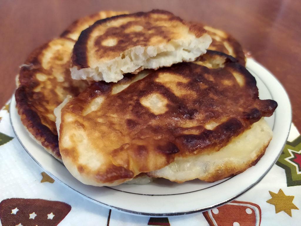 Простой рецепт вкусных оладушек на кефире с фото Рецепты  полезные советы оладьи выпечка вкусняшки блины