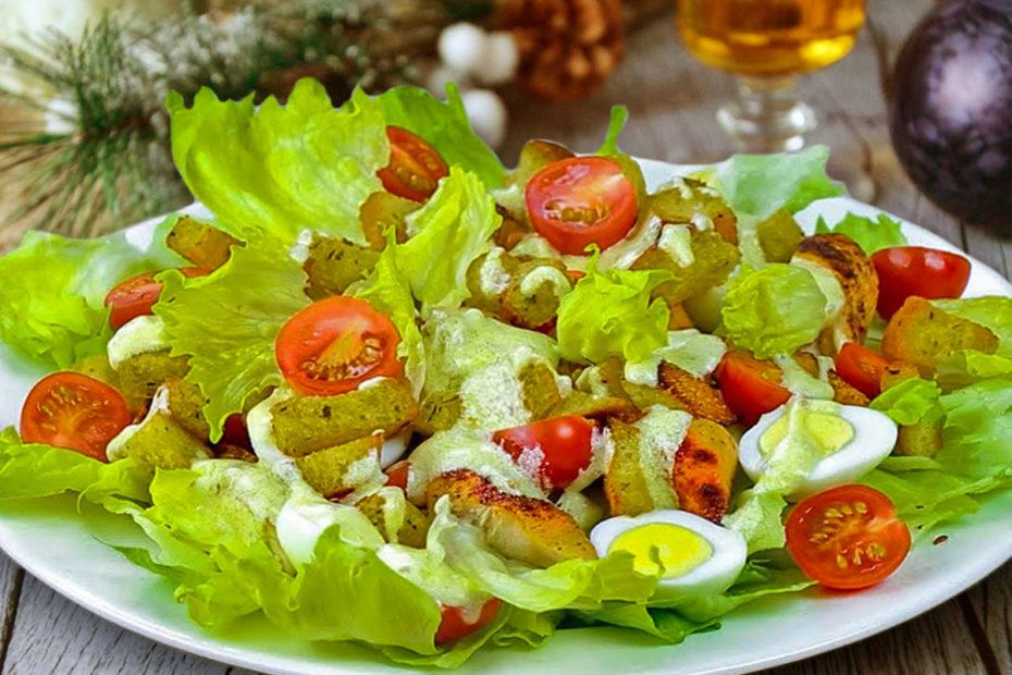 Праздничный салат «Цезарь» с курицей – классический рецепт Рецепты  салаты праздники полезные советы курица