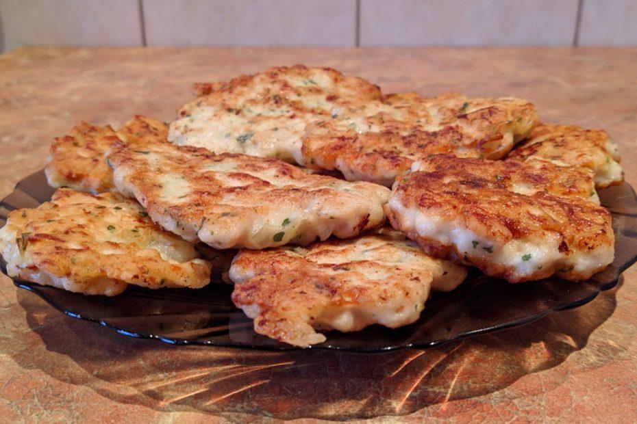 Нежные куриные оладьи – простой и быстрый рецепт по-домашнему Рецепты  полезные советы оладьи курица выпечка вкусняшки блины