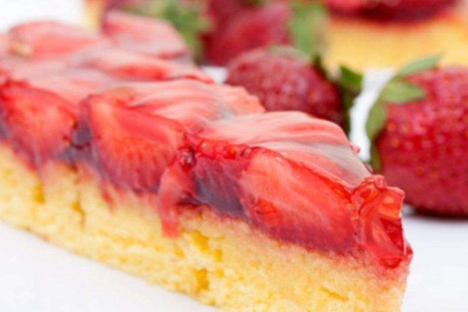 Как приготовить нежный бисквит с ярким клубничным желе торты полезные советы выпечка вкусняшки бисквит
